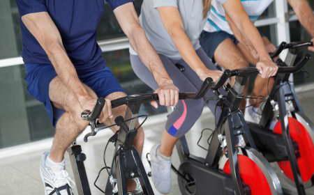 Утренние тренировки на велотренажерах Life Fitness